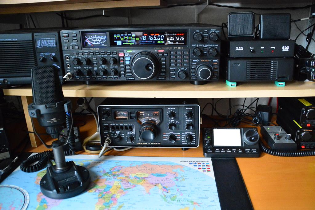 my ham radio room | I am 42 years amateur ham radio and make
