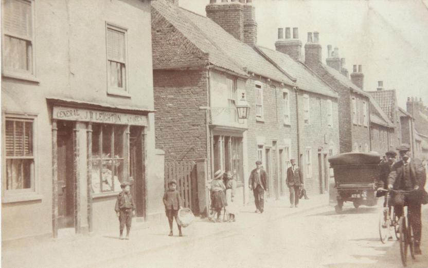 Papes Yard, Keldgate c.1900s  (archive ref DDX1525-1-4)