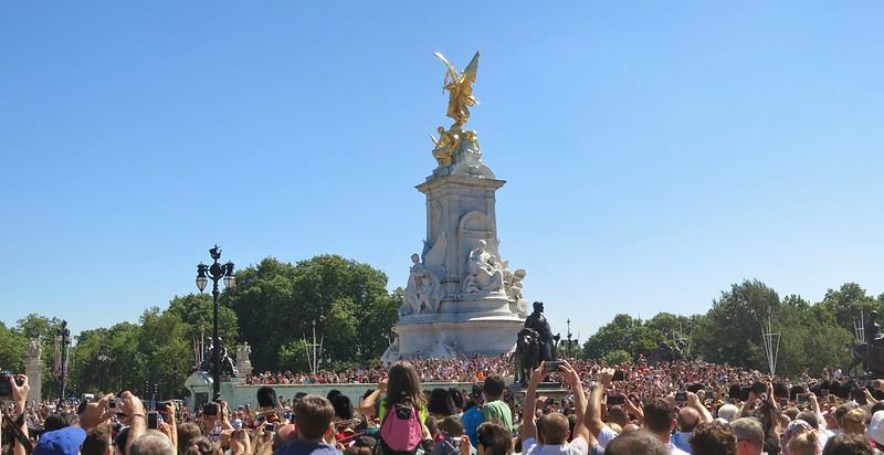 Massive crowds at Buckingham Palace