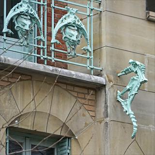 Un des hippocampes du Castel Béranger (Paris)