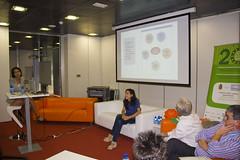 En la imagen se puede ver a la colaborada de Esther Ibarlucea, técnica de Eudel, durante su presentación