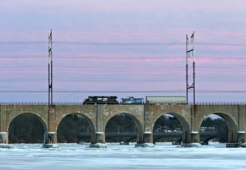 railroad train highlandpark me2 railfan nec conrail raritanriver northeastcorridor emd gp382 csao