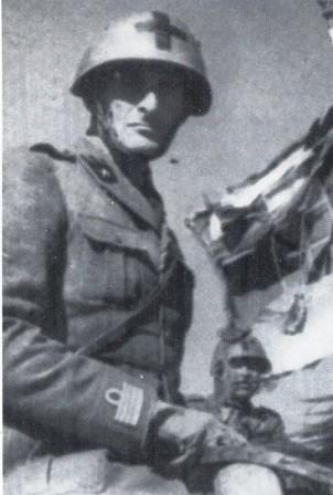 El Coronel Alessandro Bettoni del regimiento Savoia