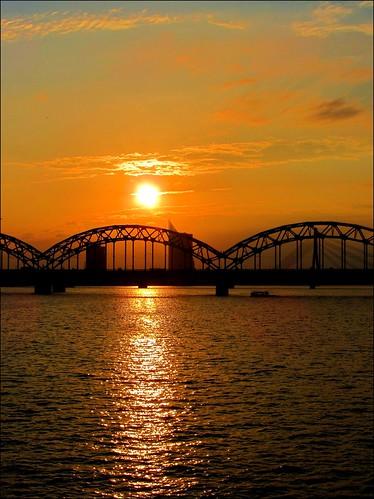 bridge sunset river tramonto fiume latvia ponte riga lettonia