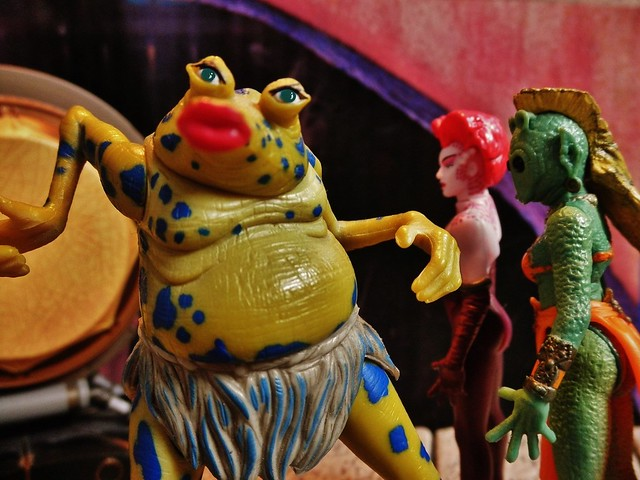 Sy Snootles the lead vocalist for the Max Rebo band...