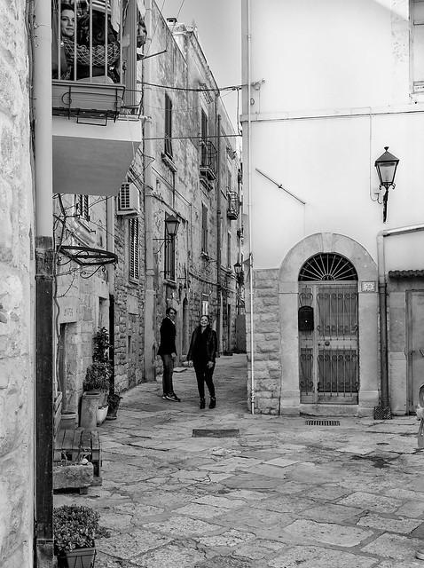 Trani - Puglia - Italia --- Life in the Alley