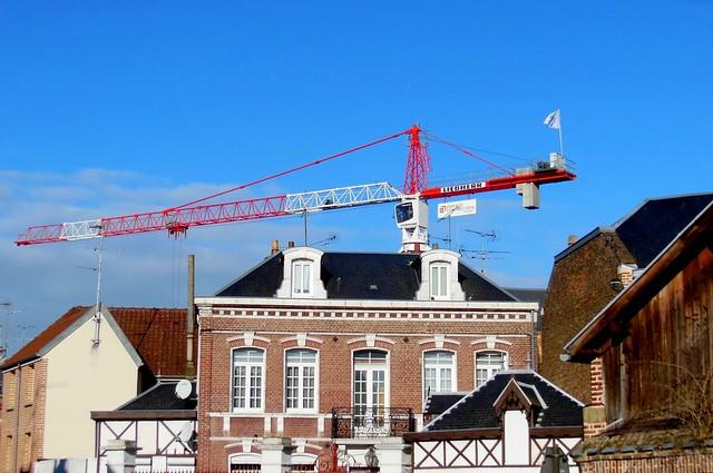Grue à tour LIEBHERR sur chantier EIFFAGE Construction