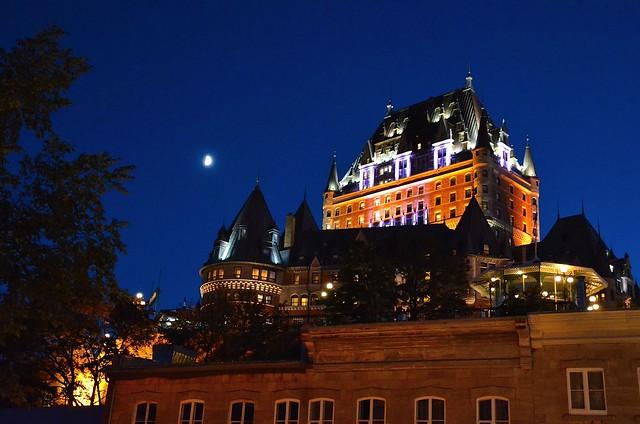 Québec : Le château de Frontenac au clair de lune  -  Quebec: the castle of Frontenac by moonlight