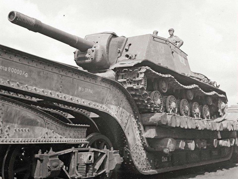 Soviet SU152 captured by Finnish Troops.
