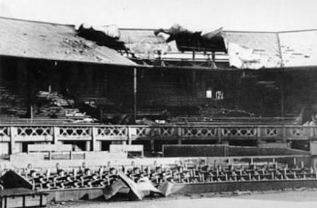 Desperfectos sufridos tras el bombardeo de la pista central de Wimbledon