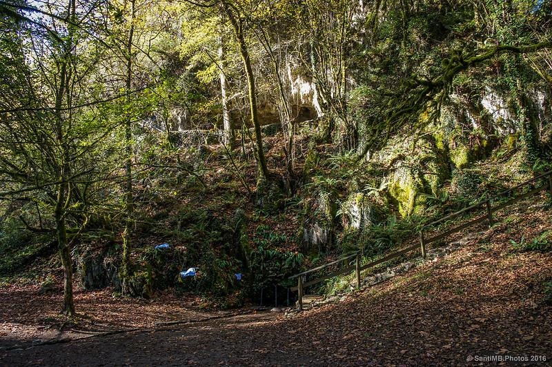 La cueva y la fuente