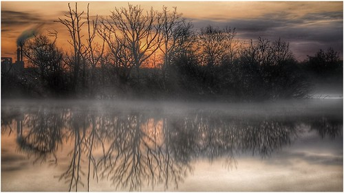 ashbyville pond nature naturephotography sunlight sunrise sunlit weather mist water reflection trees sky clouds colour scenic scunthorpe northlincolnshire northlincs nlincs lincolnshire