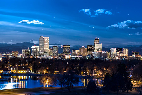 bigvern canon 7dii denver night longexposure lights dawn moonset sunrise fullmoon bluemoon denvercitypark