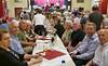 Tischreihe mit Billeder Senioren, die mehrheitlich bei allen bisherigen Herbstfesten dabei waren.