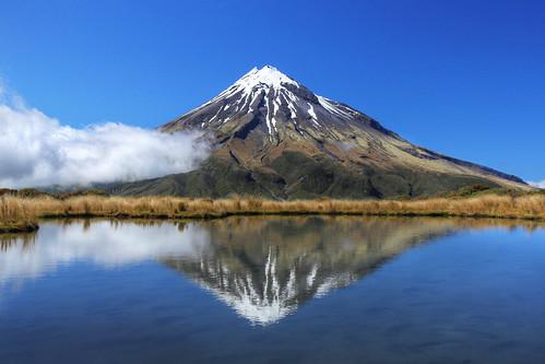 newzealand cloud lake reflection nature landscape mirror hiking tramping mttaranaki egmontnationalpark canoneos550defs1585