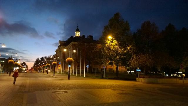 Kuopion kaupungintalo iltahämärä