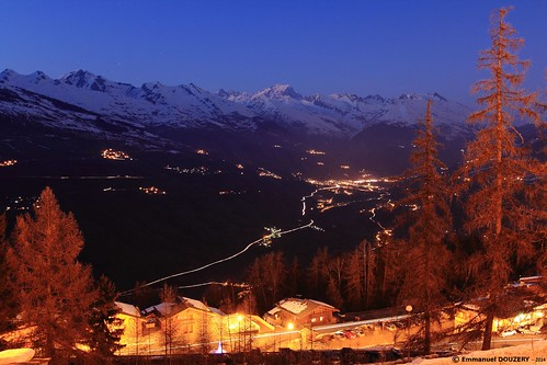 longexposure winter light mountain snow ski mountains alps lines night canon landscape twilight outdoor gimp alpine valley savoie larch trafficjam 1022mm dpp montblanc orangeandblue frenchalps tarentaise bourgsaintmaurice lescoches digitalphotoprofessional