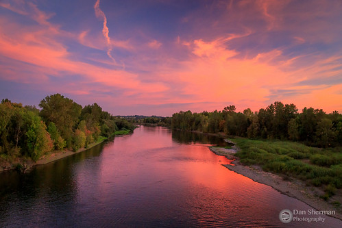 trees summer oregon sunset river water independence colorfulsunset willametteriver pacificnorthwest sky pnw clouds salem unitedstates us