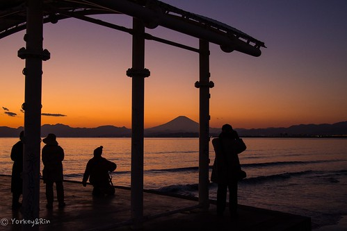 winter people january olympus kanagawa 夕景 冬 富士山 rin mtfuji fujisawa eveningglow 2015 片瀬海岸 em5 片瀬江ノ島 1月 lumixg20f17 kataseshore pc233800