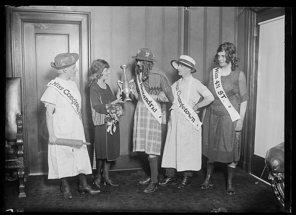 Identified! [Miss Margaret Gorman presenting the wooden loving-cup to