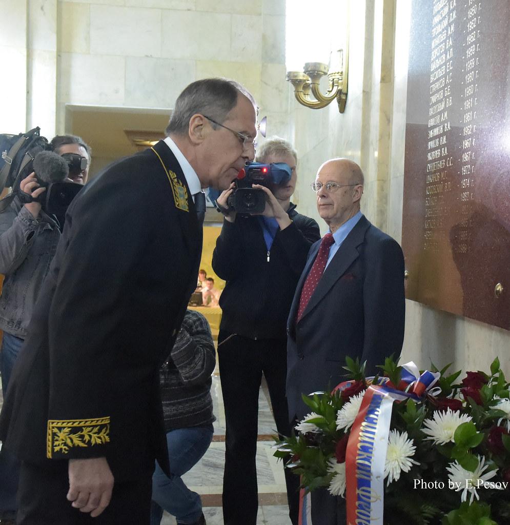 поздравление лаврова с днем дипломата вневедомственной охраны профессиональный