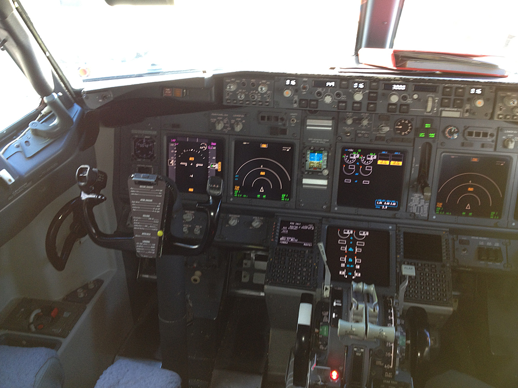 Qantas737-838-VH-VXO-5