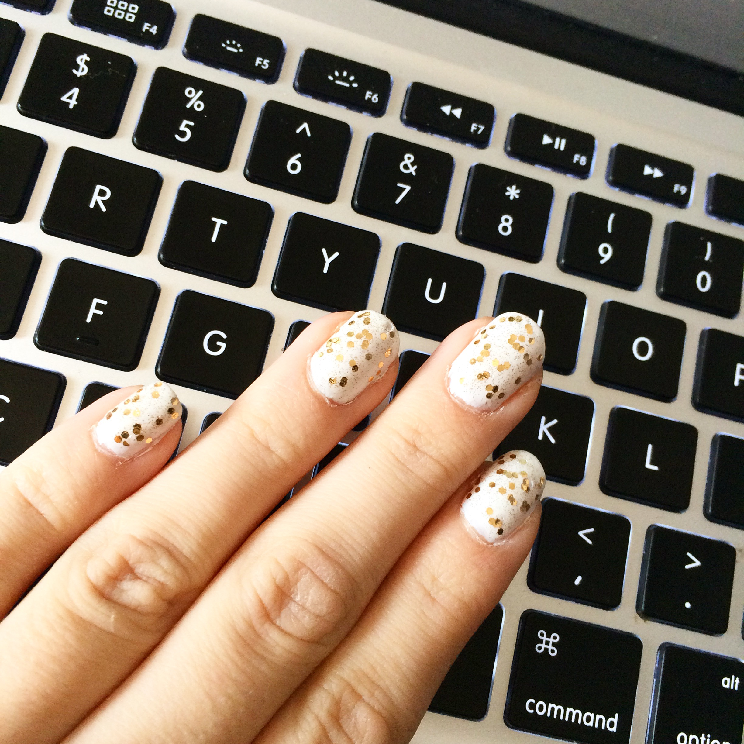 Nail Art: All that glitters is gold