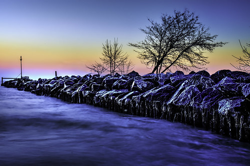 longexposure trees ice nature water illinois rocks lakes fences lakemichigan icy icicles hdr wilmette odc hss breakwaters gilsonpark nikkor18300mm ourdailychallenge gilsonparkbeach sliderssunday