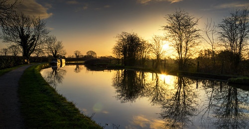 light sunrise boats boat canal path hdr narrowboat daybreak middlewich goldenlight shropshireunion subtlehdr middlewichcheshire