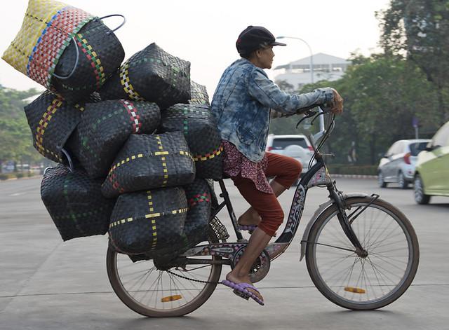 LAO118 Woman cyclist - Vientiane 22 - Laos