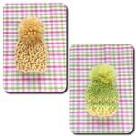 編みブローチ:ミニニット帽(縄編み:卵色,うぐいす色とひよこ色)