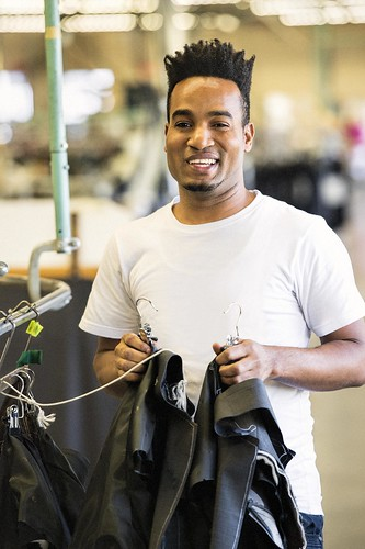 Male Youth Smiling Factory Worker / Jeune travailleur d'usine souriant