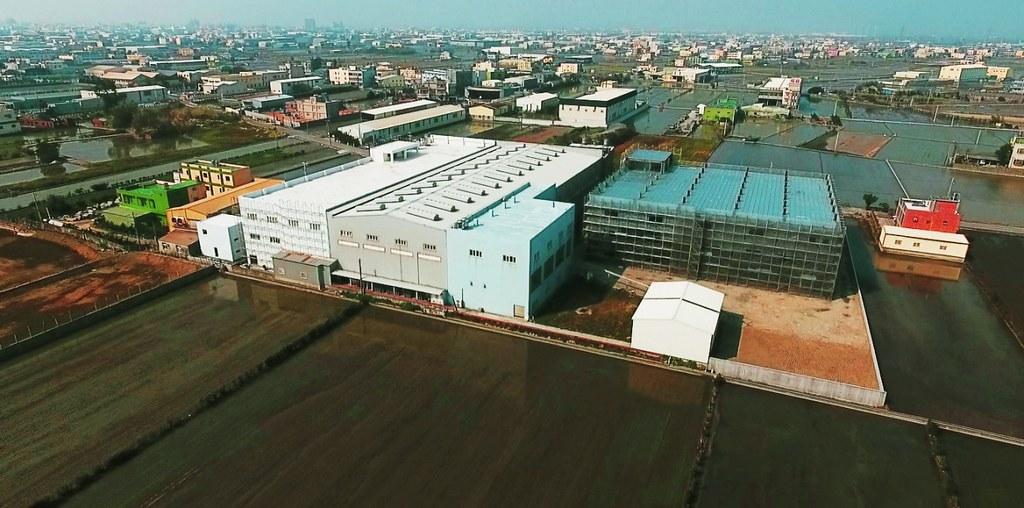 彰化頂番婆農地上新建違章工廠。地球公民基金會提供。