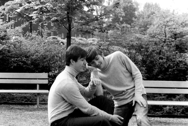 Archiv BotJu01AB  Jugendlicher Müßiggang im Stielmuspark,  Bottrop 1967