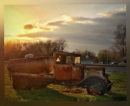 rusty rust sunset oldtruck truck straffordmissouri ozarks missouri