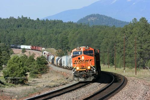 bnsf ge es44c4 locomotive freighttrain train bootleggercrossing transcon seligmansub williams arizona