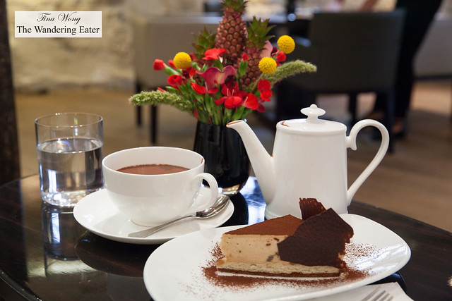 Hot chocolate and chestnut cake with chocolate