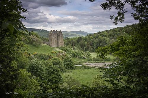 uk green castle river scotland peebles tweed scottishborders neidpathcastle