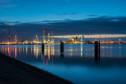 eemshaven bluehour schips haven water avondfotografie d750 colors longexposure sigmalens industrie offshore explore inexplore reflections netherlands