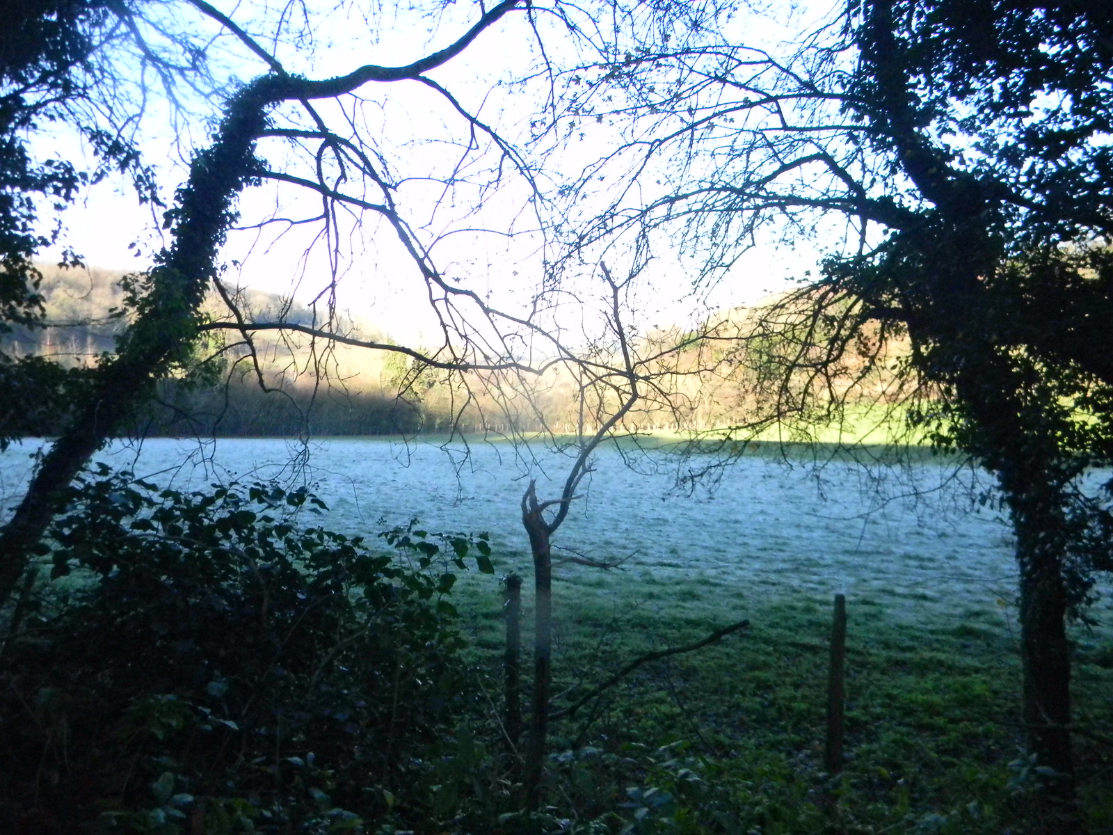 Magpie Bottom Otford Ciorcular Frost sun and autumn tinges
