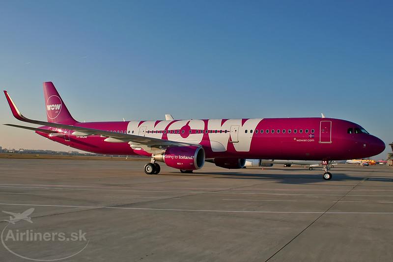 TF-MOM WOW air Airbus A321-211(WL)