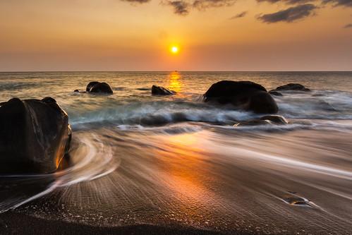 longexposure light sunset sun reflection beach beautiful rock stone reflections landscape taiwan 夕陽 台灣 屏東 夕照 海灘 沙灘 色彩 色溫 長曝 夕彩