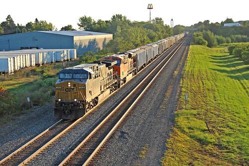 csx csxtrains csxeriewestsubdivision csxgraintrains rails tracks railroadtracks northeastpennsylvania bortroad csx543 bnsflocomotives bnsfmotivepower sunrisephotography graintrains