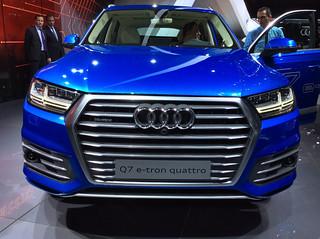 Audi-2015-R8-e-tron-03