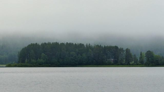 Lake Jaurakkajärvi in a foggy July morning (Pudasjärvi, 20160705)