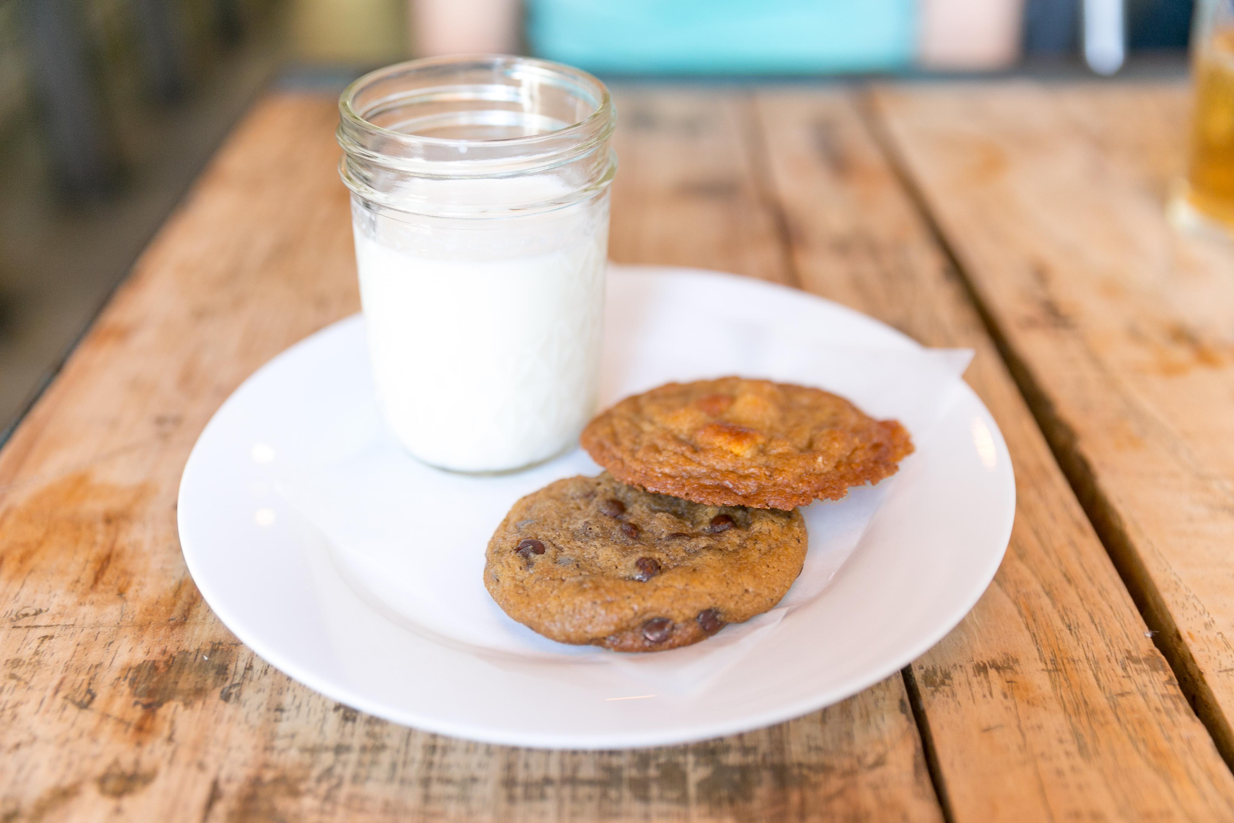 Cookies & Milk - Chocolate chip sea salt, marshmallow crunch