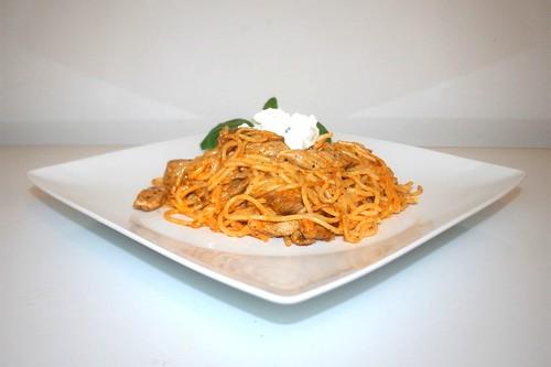 31 - Gyros spaghetti casserole  Side view / Gyros-Spaghetti-Auflauf - Seitenansicht