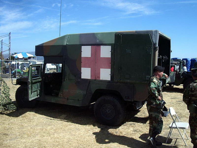 HMMWV M997 Ambulancia 2