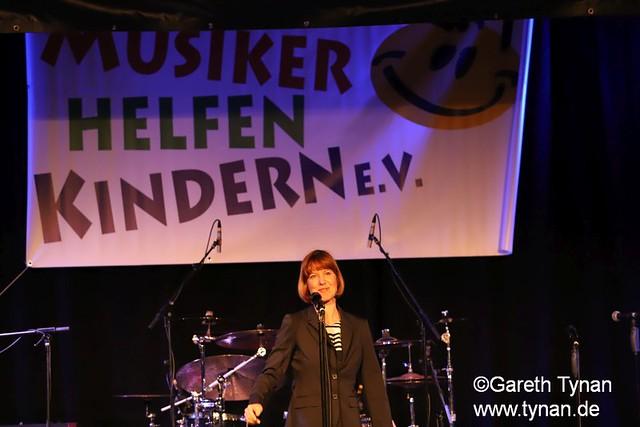 s180407_9354+_BKSDA_MusikerHelfenKinder_Intro