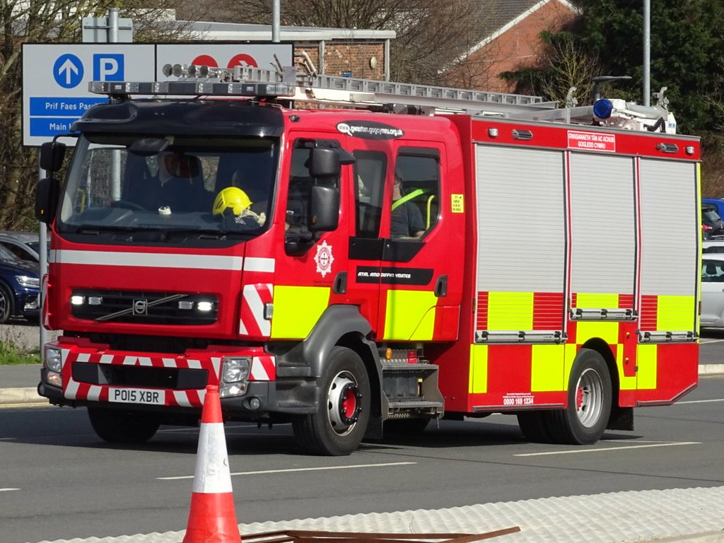 North wales fire and rescue volvo FL/Emergency-One pumping… | Flickr